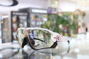 お客様ご注文品OAKLEY(オークリー)JAW BREAKER 調光レンズオーダーサングラスのご紹介